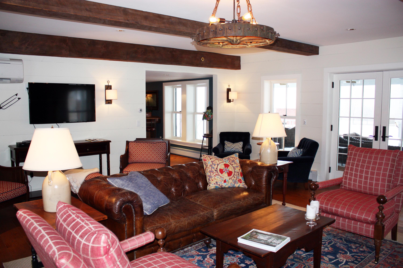 Living room hill farm inn sunderland vermont travel for The family room vermont